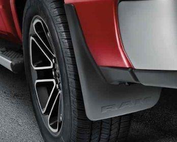 Dodge RAM geformte Luxus Schmutzfänger Mopar (hinten)